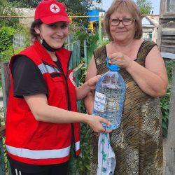 Сотрудники Красного Креста обеспечили водой 250 жителей р.п. Ишеевка