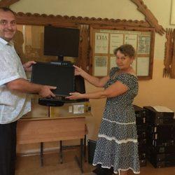 Ульяновский Красный Крест совместно с АО «Контактор» передали 20 комплектов компьютеров школьникам